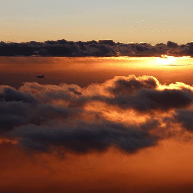 Vol au dessus des nuage apprentissage de la navigation de nuit formation pilote de ligne a distance module ATPL théorique 100 KSA